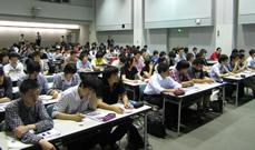 300名を超える学生たち